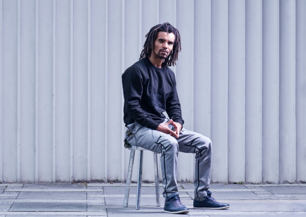 akala-portrait-wallpaper-882e757f10f385ee9ee81e2bd6f2b915-large-1071345